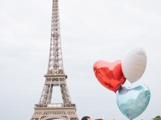 Fun couple photoshoot ideas – Using colorful and heart shaped balloons for romantic and fun couple photos