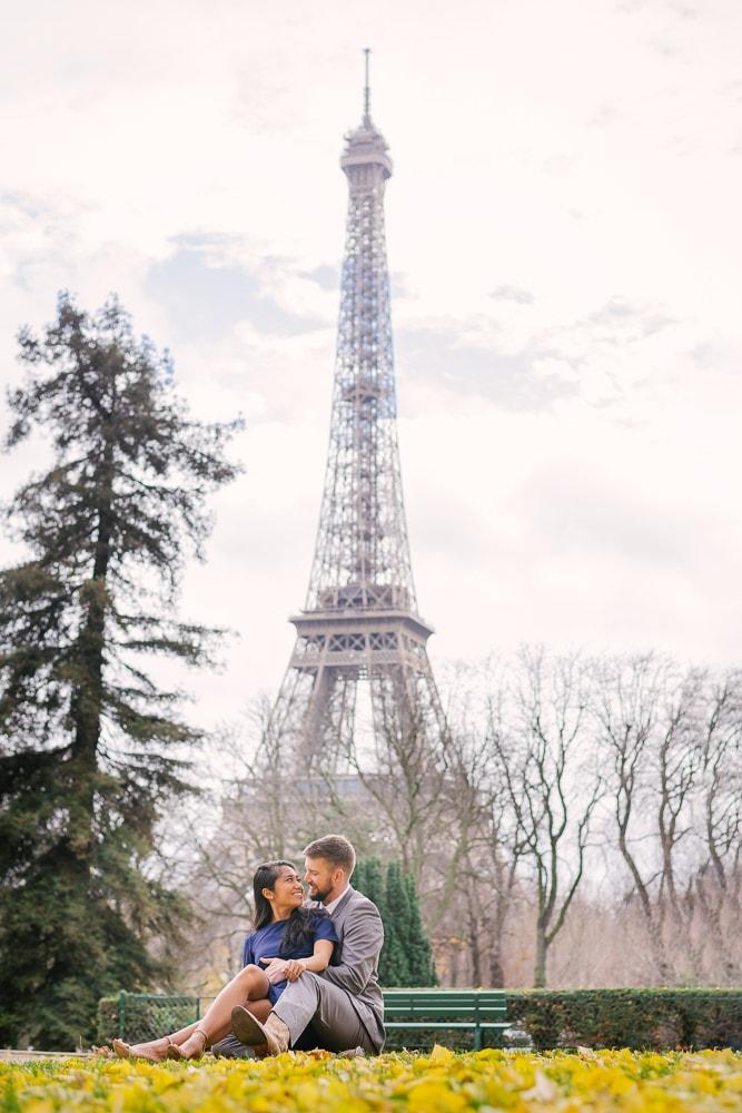 Get Perfect Wedding Anniversary Photos in Paris