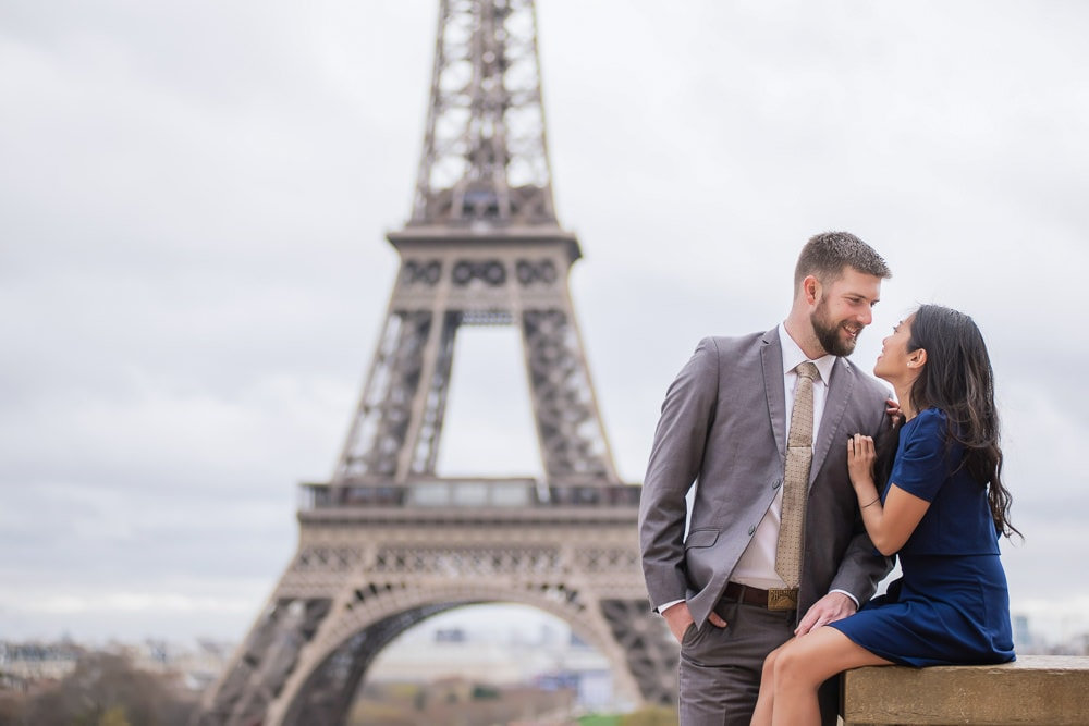 Couple posing in front of the Eiffel Tower