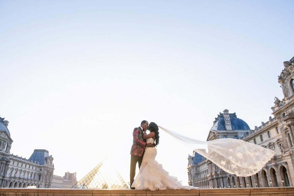 Plaza Athenee Paris Wedding – couples portraits Louvre Museum-4