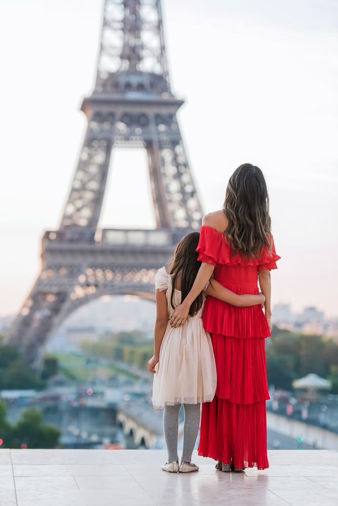 mother and daughter picture in paris
