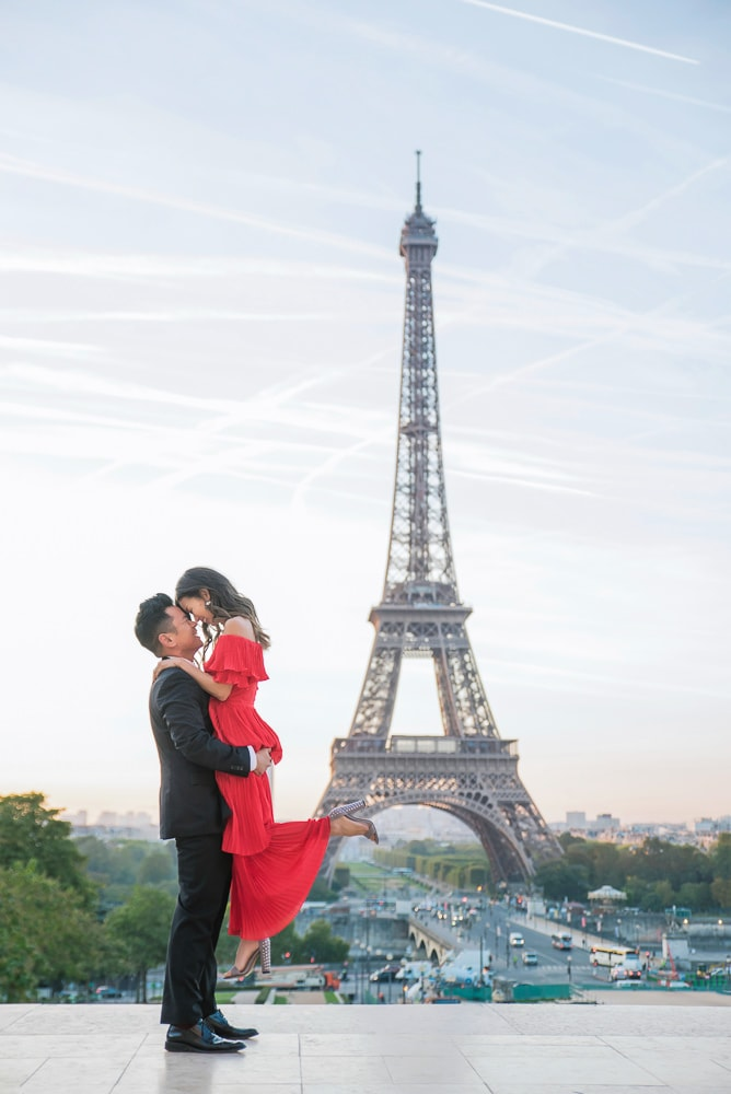 romantic family photos in paris