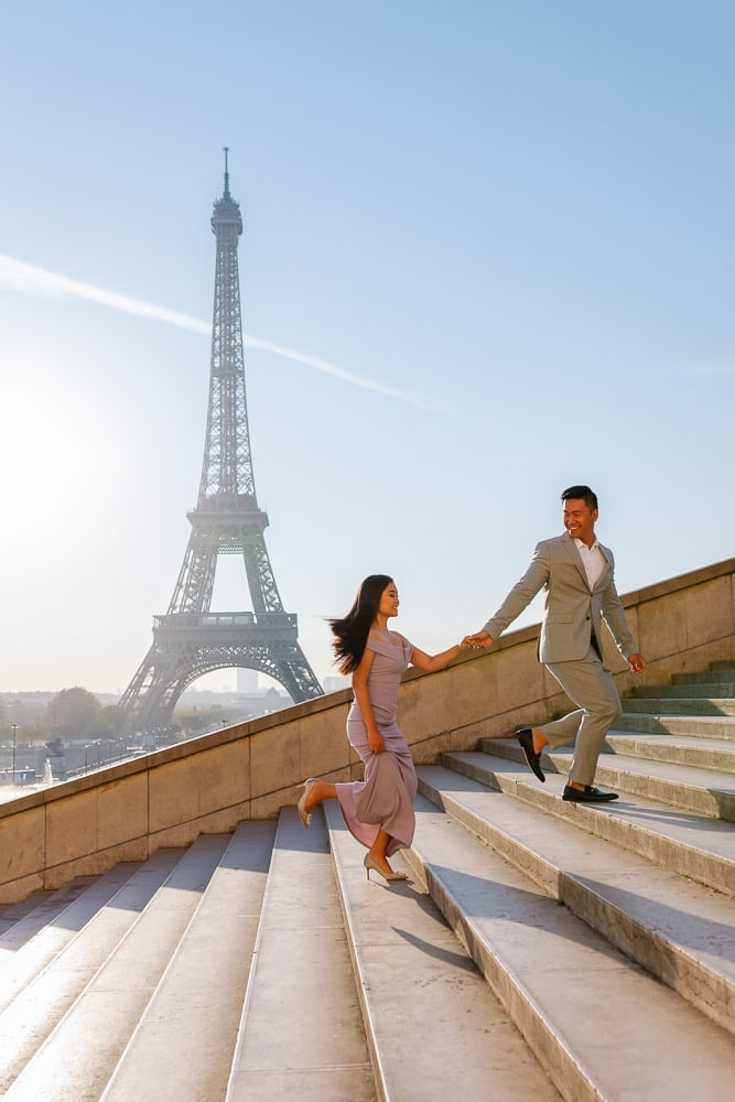 Paris photographer Pierre - Couple on stairs Trocadero