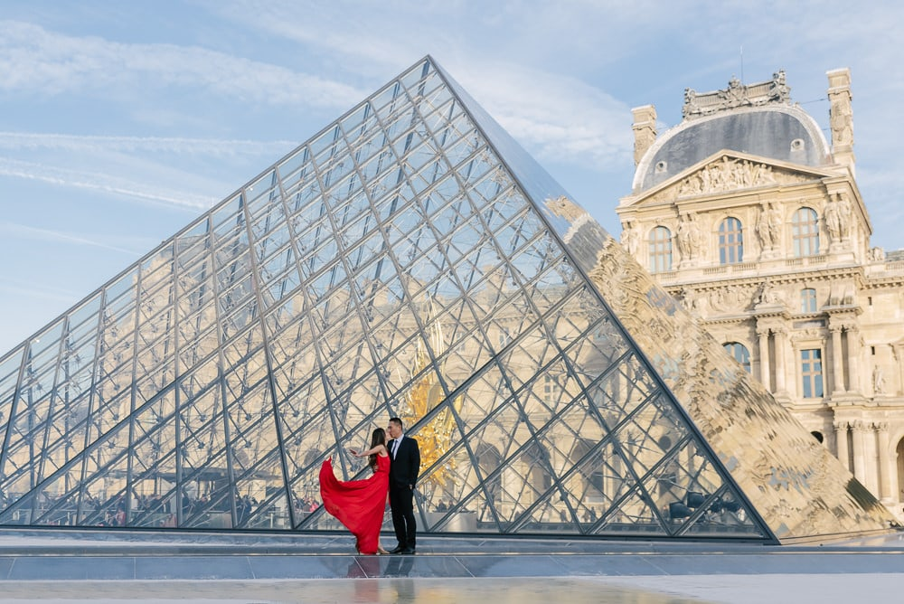 Photographer Paris France - Engagement photo Louvre