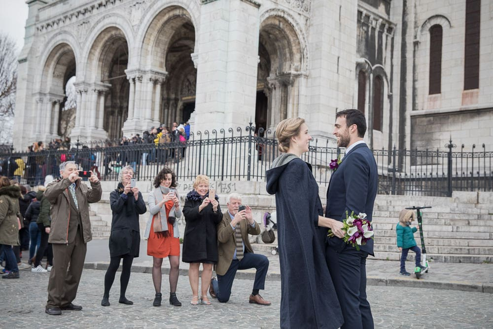 Wedding photos with tourists in Paris