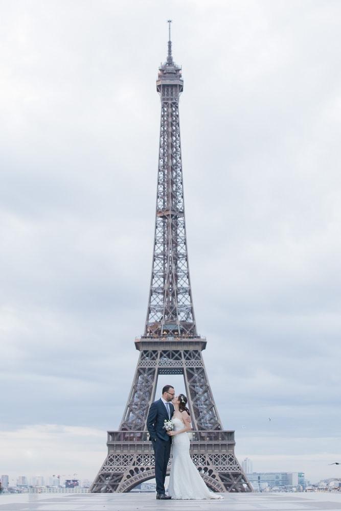 Wedding picture at Eiffel in Paris