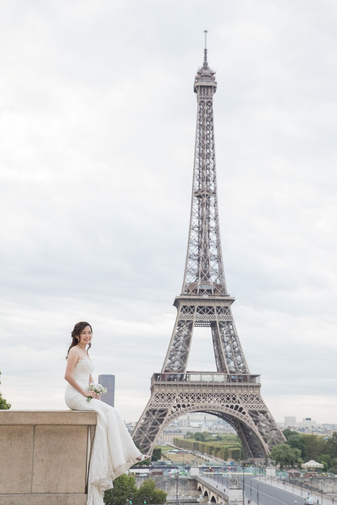 Bride posing in front of the Eiffel Tower