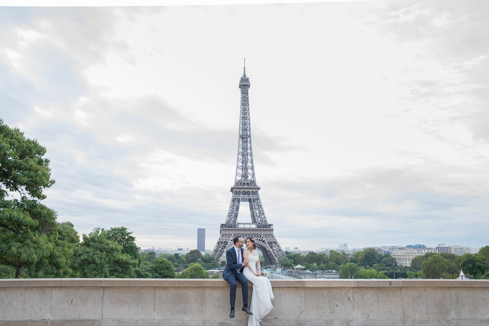 Kiss me in Paris wedding photo
