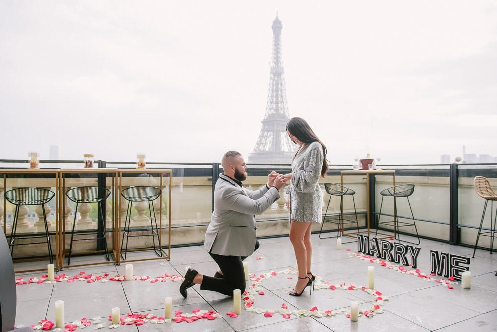 Eiffel-Tower-proposal-photographer