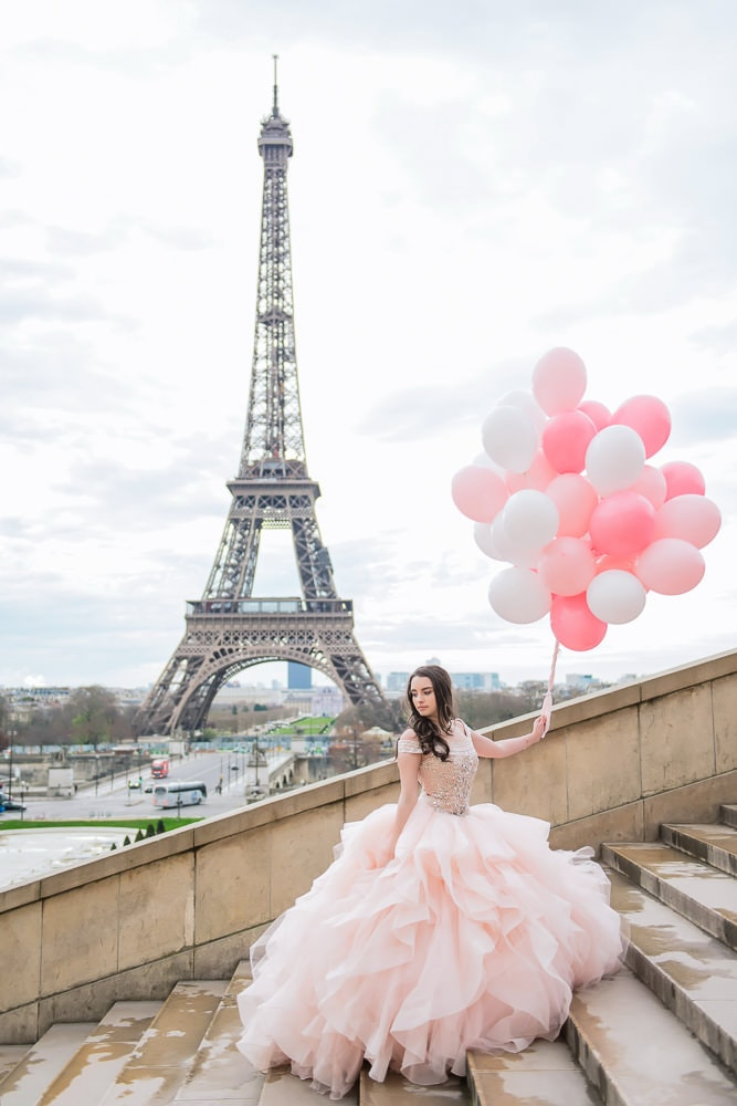 places to take quinceanera pictures in Paris - the Eiffel Tower
