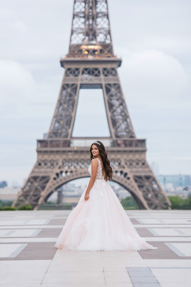 quinceanera photo session by the eiffel tower