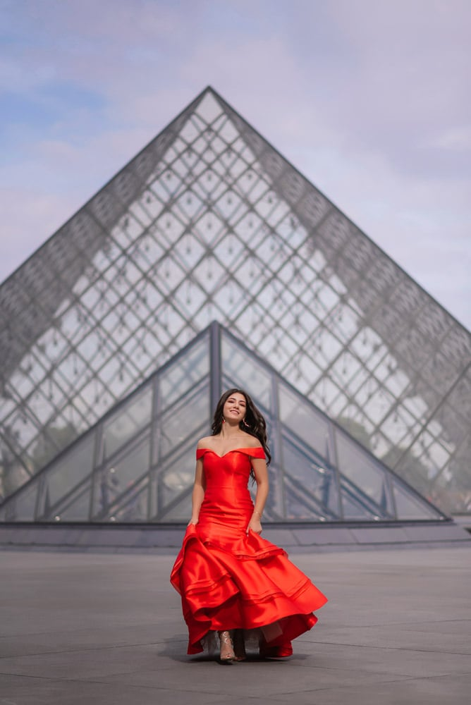 quinceanera photo session - louvre pyramid