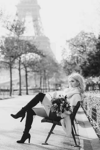 Use props for solo portraits in Paris