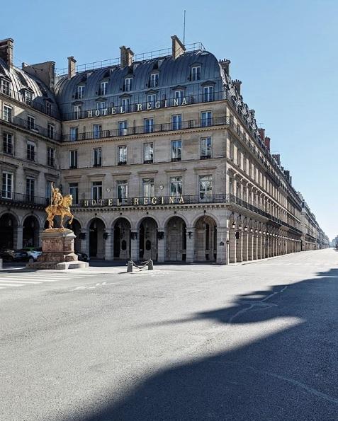 rue rivoli is empty since paris has gone into confinement