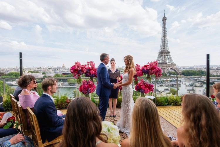 Intimate wedding in Paris involving the close family