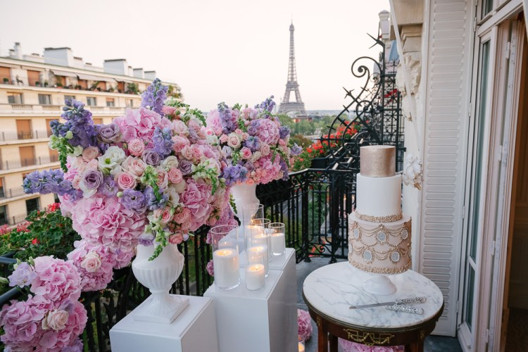 Luxury floral design and wedding cake