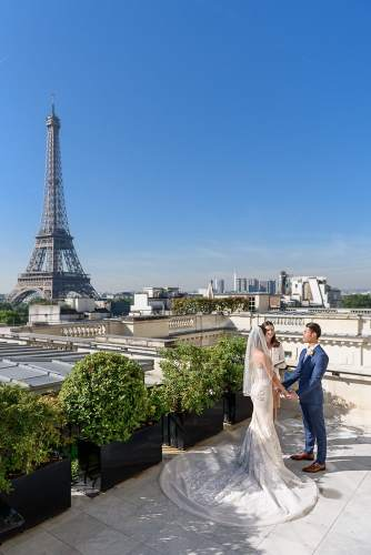 Parisian rooftop as an Eiffel Tower wedding venue