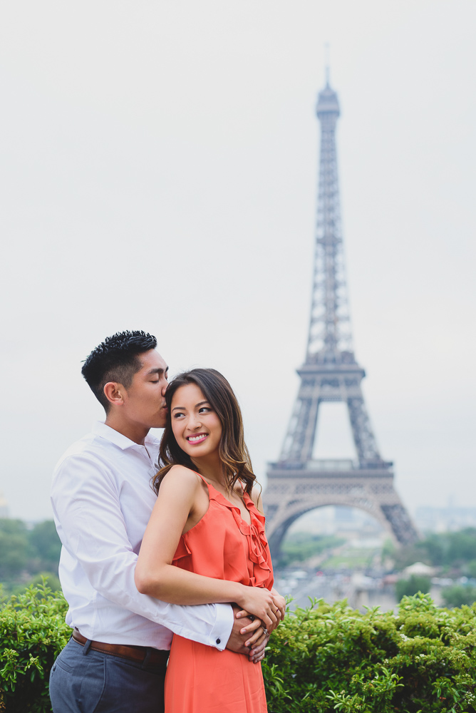 Engagement pictures in paris at Trocadero