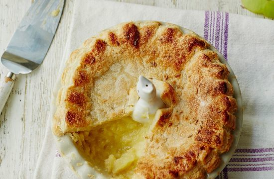 bramley-apple-pie-with-ginger-fennel-seed-and-lemon-thyme