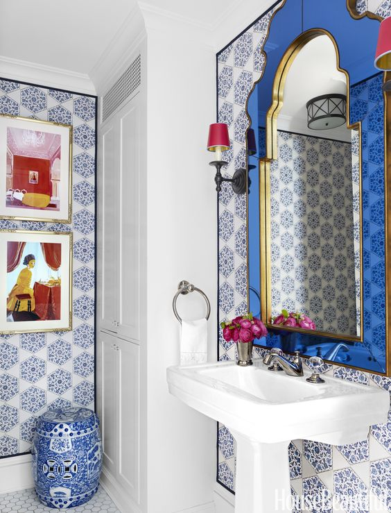 blue-wallpaper-bathroom