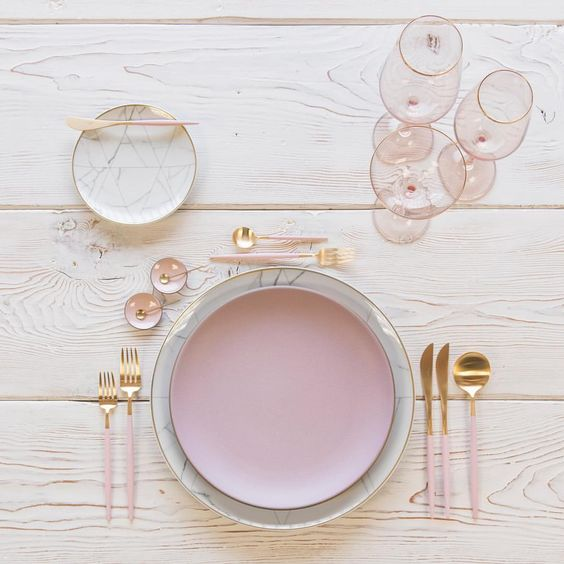 mixed metal gold and pink table setting