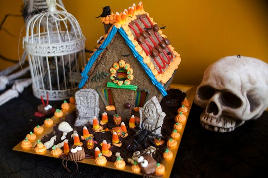 Haunted Halloween Cookie House 2