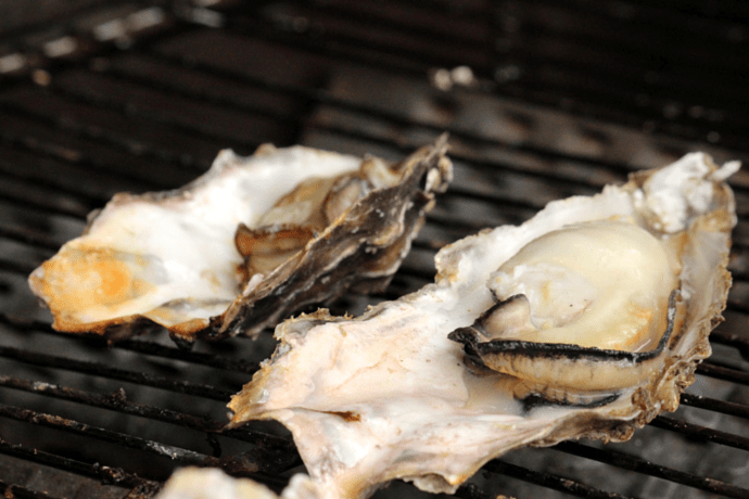 Japanese traditional grilled oysters 2