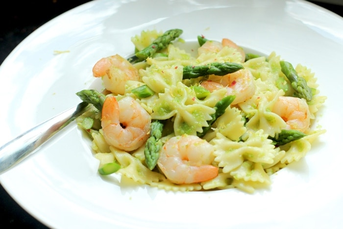 Fresh, light farfalle pasta with prawn and asparagus make Summer cooking effortlessly easy and quick! - Summer Pasta Salad recipe by The Petite Cook
