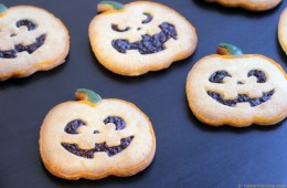 The easiest Italian Shortbread Cookies recipe -Sweet, buttery, super crumbly, light, and airy. These cookies make a great dessert or homemade gift for Halloween, Christmas and any special occasion! Recipe by The Petite Cook