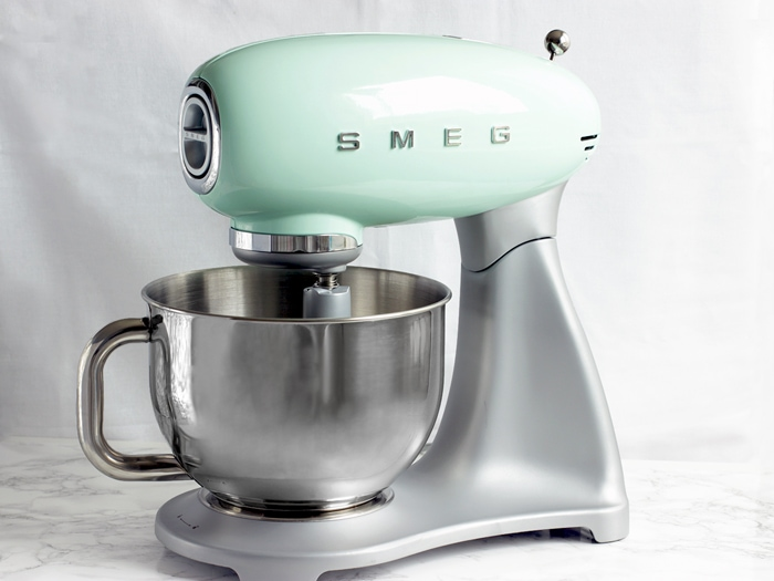 Foodie gift guide: smeg mixer on white background