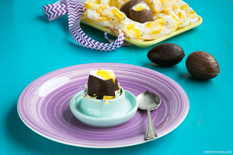 These Orange Cheesecake filled Chocolate Eggs make an egg-straordinary dessert that is sure to wow your friends at your Easter get-togethers and parties! Recipe from thepetitecook.com