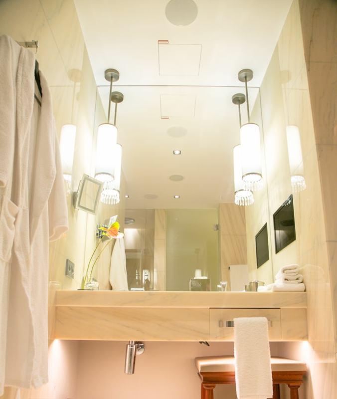 bathroom of deluxe room park hyatt vienna