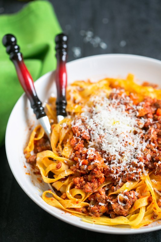 traditional bolognese sauce with tagliatelle pasta