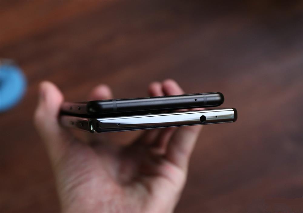 Xiaomi Mi MIX 2 Vs Xiaomi Mi MIX - top ports