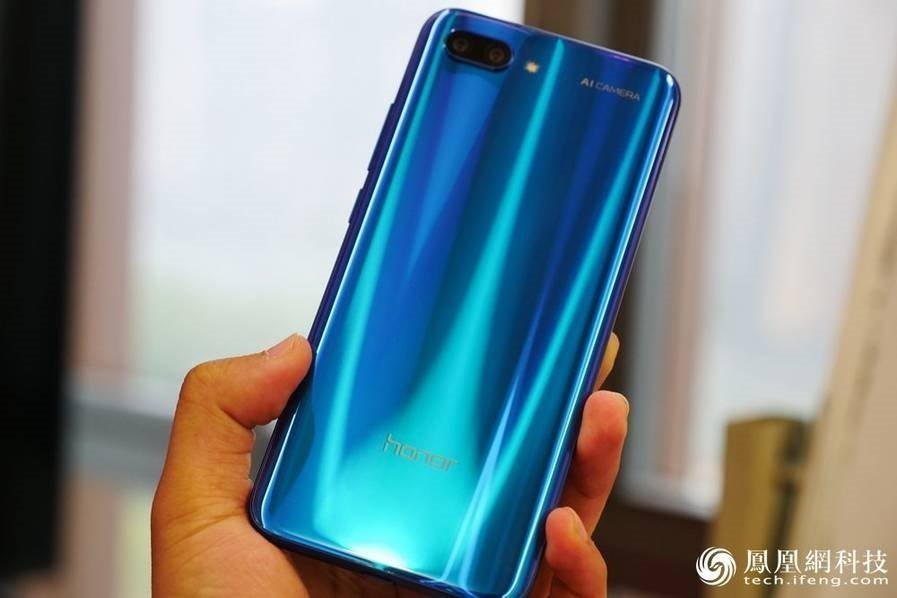 Huawei Honor 10 Hands-On Review color gradient