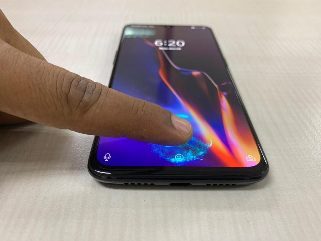 OnePlus 6T Hands-On Review - Fingerprint Scanner