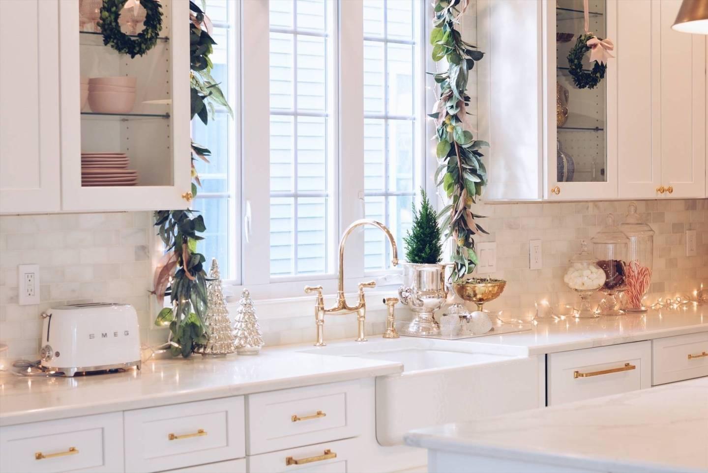 amazing kitchen christmas garland | Elegant Christmas Part II - Christmas Kitchen Decor - The ...