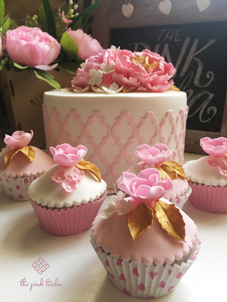 With matching cupcakes!