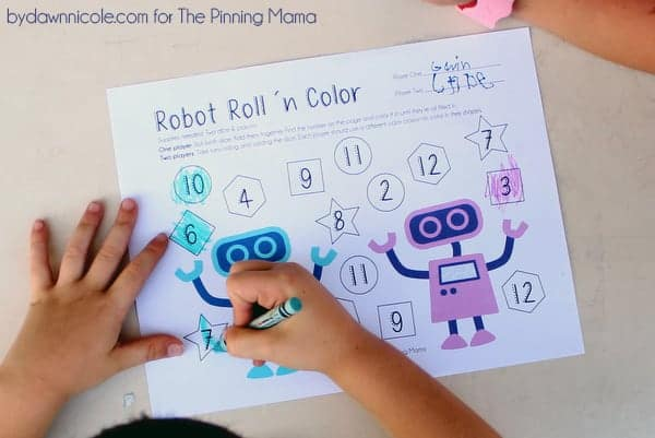 Free Educational Printable: Robot Roll 'n Color Dice Game | thepinningmama.com