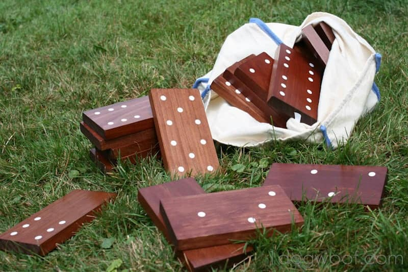 10+ Crazy Fun Outdoor Games Perfect for a Backyard Barbecue: Outdoor Dominoes| www.thepinningmama.com