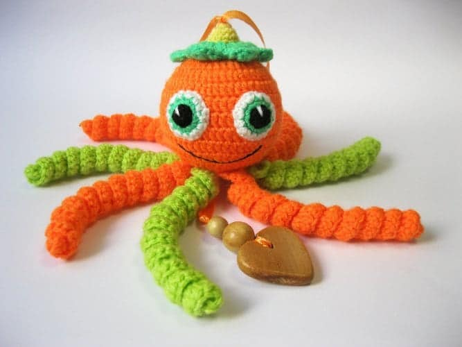 10+ Beautiful Handmade Baby Gifts: Knitted Octopus Rattle  www.thepinningmama.com