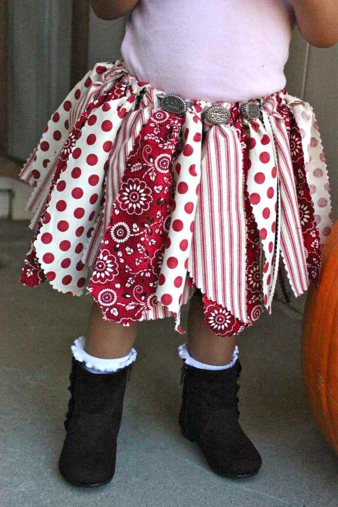 10+ Adorable Tutu Halloween Costumes: Cowgirl | www.thepinningmama.com