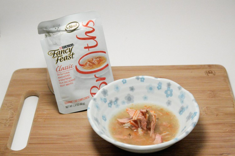 Fancy Feast Broths Tuna Anchovies and Whitefish