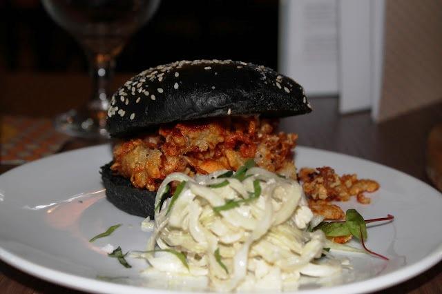 hamburguesa negra Bar 44 Cardiff