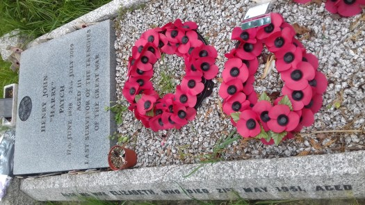 The grave of Harry Patch with poppy wreath