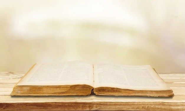 How Does the Simplicity of the Gospel Highlight the Uniqueness of Christianity?