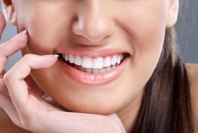 Cum să îți îndrepți dinții fără aparat dentar?