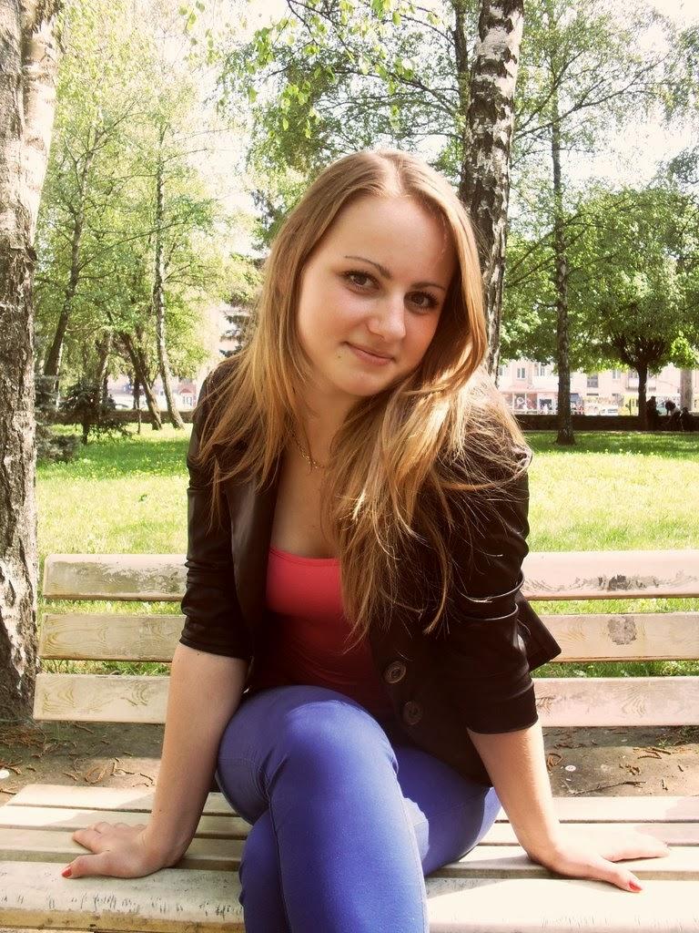 femei si fete singure)