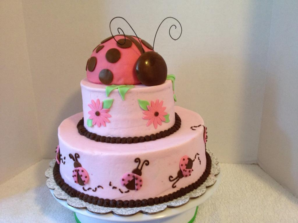 Decoratiune dus pentru bebelusi cu tort frumos