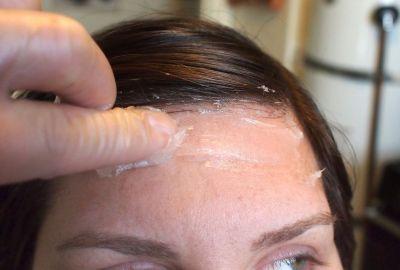 Cum se folosește vaselina pentru păr?